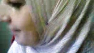 Hidžab arapska djevojka sise flash